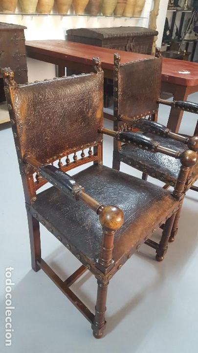 Antigüedades: Pareja sillones nogal y cuero repujado. - Foto 2 - 164656962