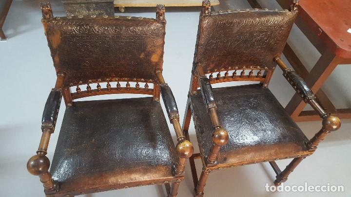 Antigüedades: Pareja sillones nogal y cuero repujado. - Foto 3 - 164656962