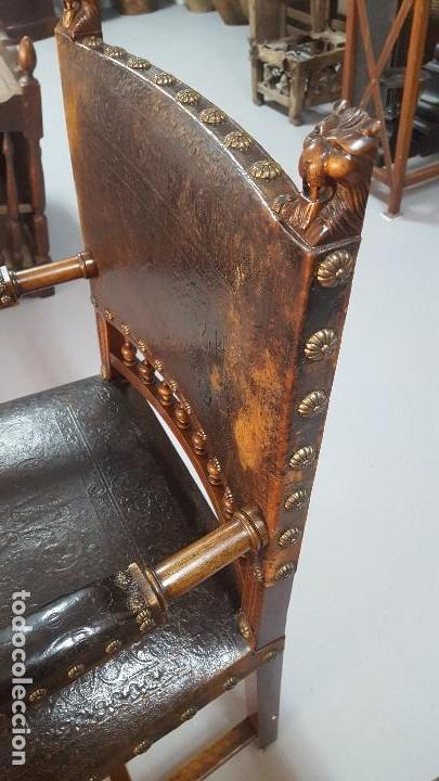 Antigüedades: Pareja sillones nogal y cuero repujado. - Foto 4 - 164656962