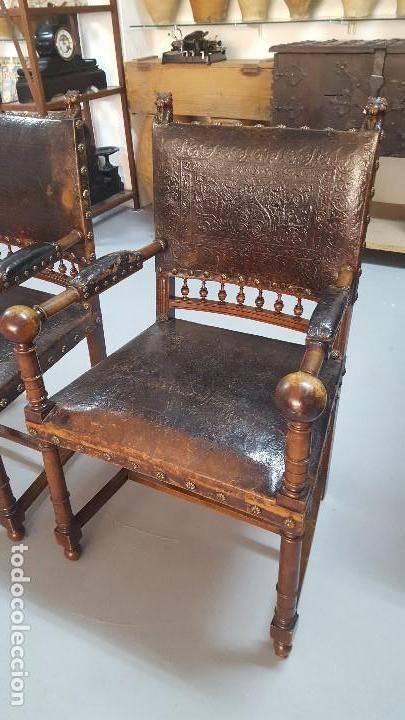 Antigüedades: Pareja sillones nogal y cuero repujado. - Foto 5 - 164656962