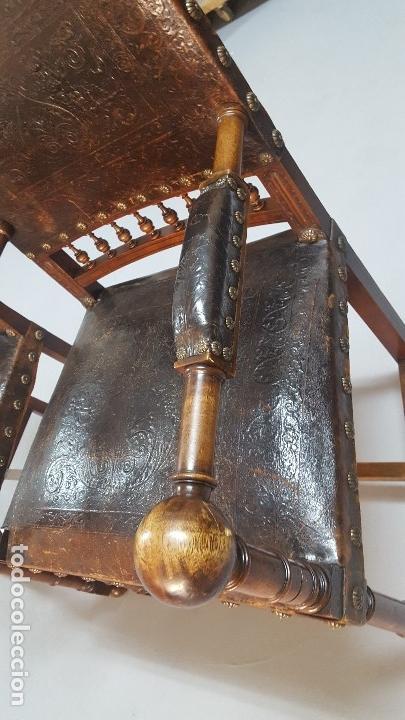 Antigüedades: Pareja sillones nogal y cuero repujado. - Foto 6 - 164656962