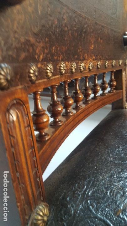Antigüedades: Pareja sillones nogal y cuero repujado. - Foto 8 - 164656962