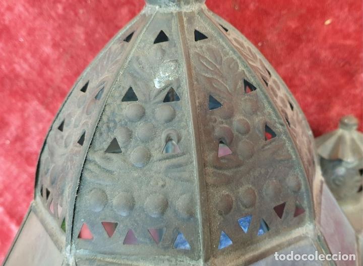Antigüedades: FAROL DE VESTIBULO. LATÓN CALADO. CRISTAL ESTAMPADO. ESTILO ÁRABE. CIRCA 1950. - Foto 3 - 164670878