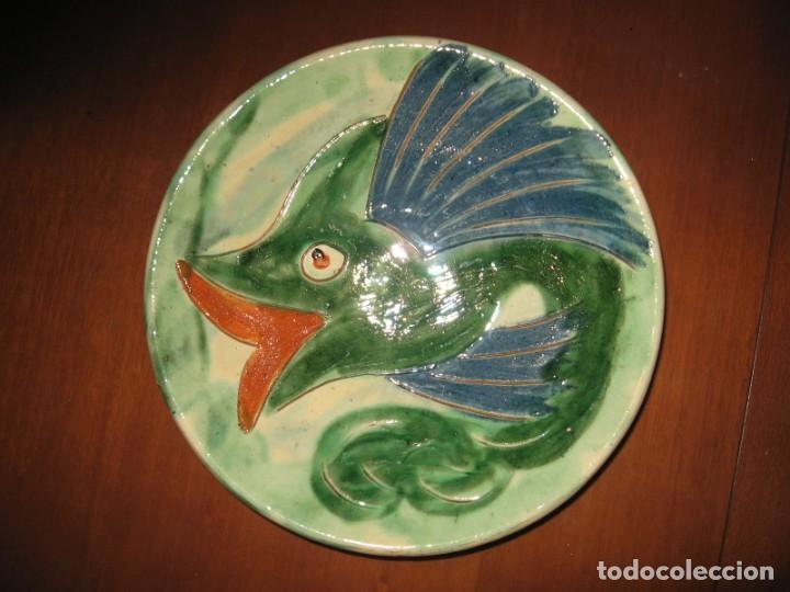 PLATO ANTIGUO DECORATIVO DE LA BISBAL, FIRMADO CAFELL (Antigüedades - Porcelanas y Cerámicas - La Bisbal)