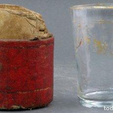Antigüedades: VASO FALTRIQUERA EN CRISTAL CON DECORACIÓN DORADA CON PARTE DE SU FUNDA DE CUERO HACIA 1900. Lote 164696614