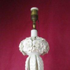 Antigüedades: PRECIOSA Y PERFECTA GRAN LAMPARA CERAMICA MANISES BLANCA FLORES. Lote 164713334