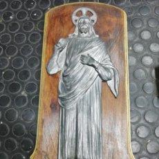 Antigüedades: ANTIGUA BENDITERA METAL Y BASE DE MADERA. Lote 164730322