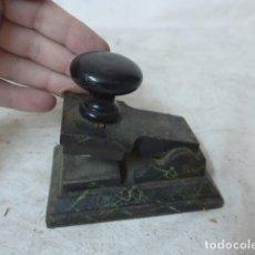 Antigüedades: ANTIGUO MATASELLOS O MATASOBRES EN SECO, DE CALLE SALON DEL PRADO DE MADRID.. Lote 164752142
