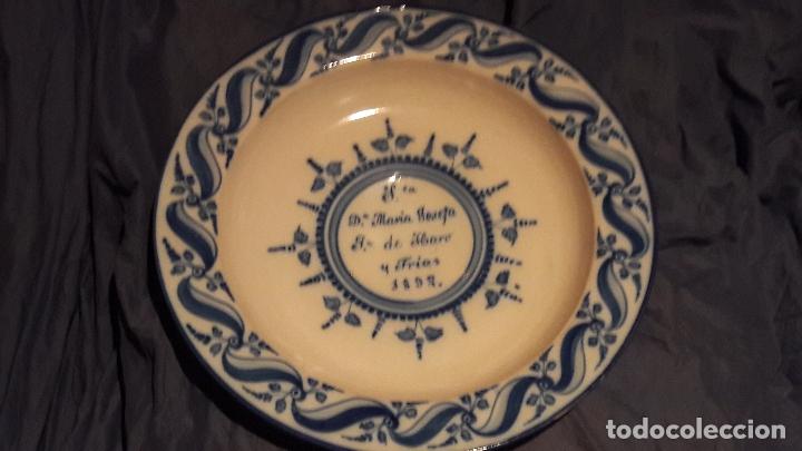 PLATO TALAVERA DEDICADO A MARIA JOSEFA DE HARO Y FRIAS 1892 (Antigüedades - Porcelanas y Cerámicas - Talavera)
