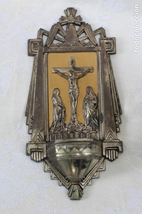 Antigüedades: ANTIGUA BENDITERA DE FRANCIA ART DECO AÑOS 40 MARIA Y JUAN ANTE JESUS CRUCIFICADO EN EL CALVARIO - Foto 2 - 164824658
