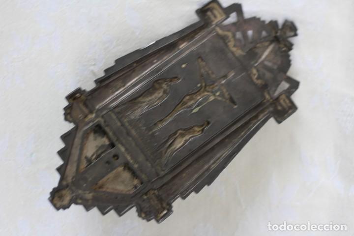 Antigüedades: ANTIGUA BENDITERA DE FRANCIA ART DECO AÑOS 40 MARIA Y JUAN ANTE JESUS CRUCIFICADO EN EL CALVARIO - Foto 5 - 164824658