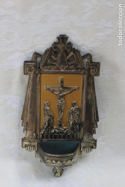 Antigüedades: ANTIGUA BENDITERA DE FRANCIA ART DECO AÑOS 40 MARIA Y JUAN ANTE JESUS CRUCIFICADO EN EL CALVARIO - Foto 8 - 164824658