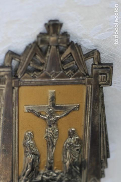 Antigüedades: ANTIGUA BENDITERA DE FRANCIA ART DECO AÑOS 40 MARIA Y JUAN ANTE JESUS CRUCIFICADO EN EL CALVARIO - Foto 9 - 164824658