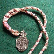 Antigüedades: MEDALLA CON CORDON ERMITA DE MONTEMAYOR MOGUER HUELVA. Lote 164839318