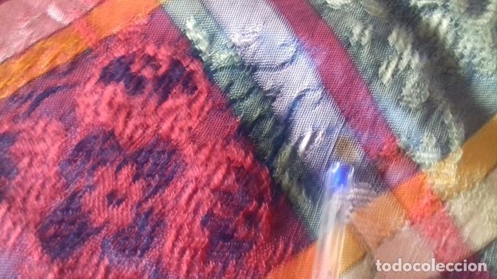 Antigüedades: ANTIGUA Y ORIGINAL COLCHA DE SEDINA CON PRECIOSO COLORIDO. - Foto 14 - 164849378