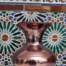 Antigüedades: ANTIGUO JARRÓN DE CERÁMICA DE REFLEJOS. TRIANA, 1930.. Lote 164853742