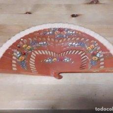 Antigüedades: ABANICO PINTADO A MANO MADERA Y TELA . Lote 164859878