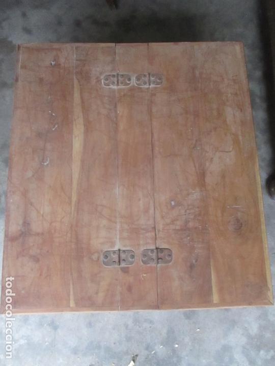 Antigüedades: Caja, Baúl, Arcón - Madera de Cedro - con Doble Tapa - Patas Torneadas - Ideal para Mesa de Centro - Foto 4 - 164887486