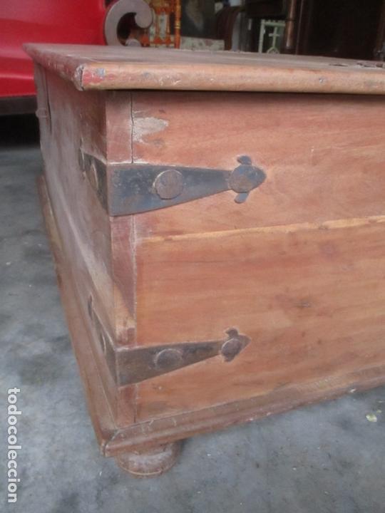 Antigüedades: Caja, Baúl, Arcón - Madera de Cedro - con Doble Tapa - Patas Torneadas - Ideal para Mesa de Centro - Foto 6 - 164887486