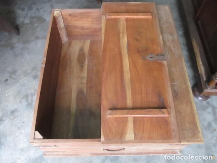 Antigüedades: Caja, Baúl, Arcón - Madera de Cedro - con Doble Tapa - Patas Torneadas - Ideal para Mesa de Centro - Foto 9 - 164887486