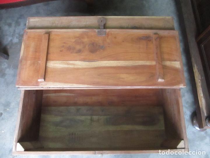 Antigüedades: Caja, Baúl, Arcón - Madera de Cedro - con Doble Tapa - Patas Torneadas - Ideal para Mesa de Centro - Foto 13 - 164887486