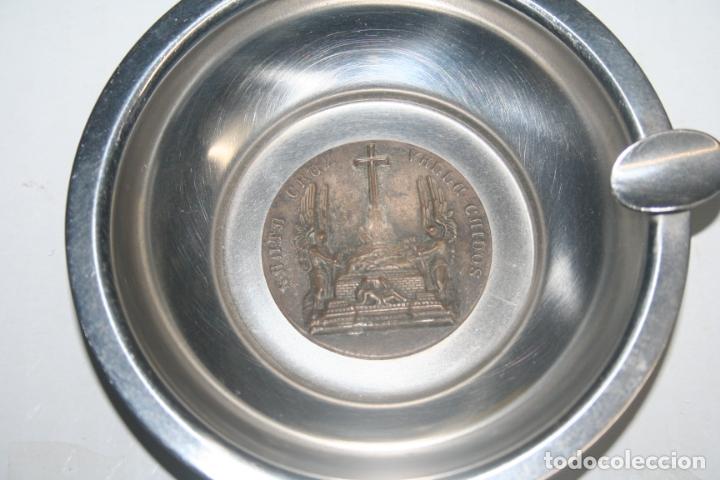 Antigüedades: SANTA CRUZ DEL VALLE *** CENICERO BIMETAL DECORATIVO *** diámetro 10 cm - Foto 2 - 164894754