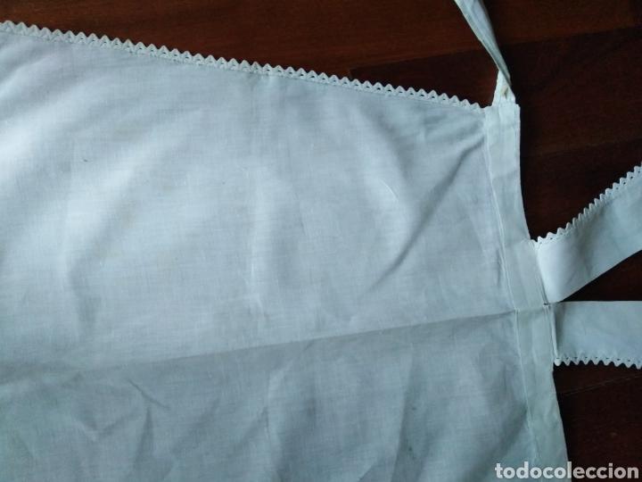 Antigüedades: Delantal blanco de sra almidonado años 50 precioso en muy buen estado!.....153 - Foto 2 - 164911884