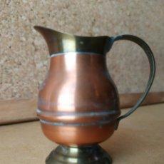 Antigüedades: JARRÓN MINIATURA COBRE LATÓN. Lote 164934706