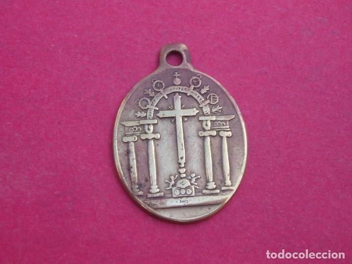 Antigüedades: Medalla Siglo XIX Cofradía Santísimo Cristo de los Milagros. El Bonillo. Albacete - Foto 2 - 164956546
