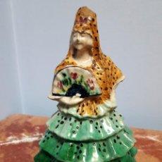 Antigüedades: CERÁMICA DE TRIANA. SEVILLANA CON TRAJE DE FLAMENCA.. Lote 164968330