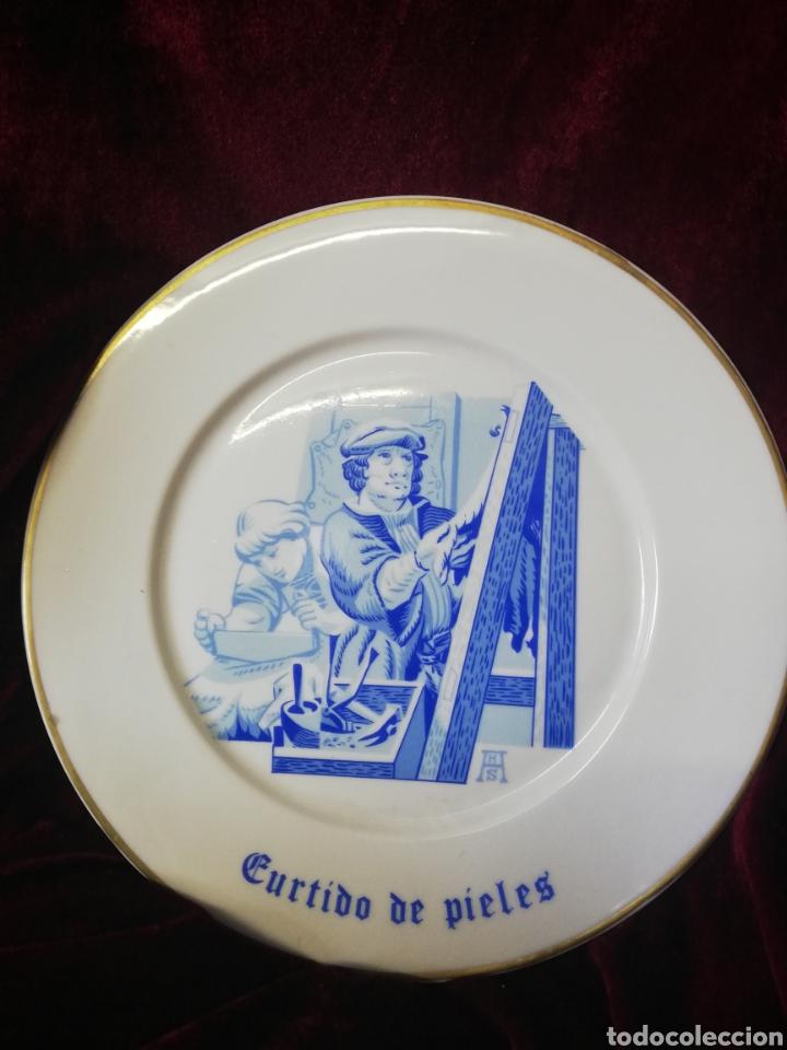 Antigüedades: Figura porcelana algora y 2 platos algora - Foto 5 - 164972292