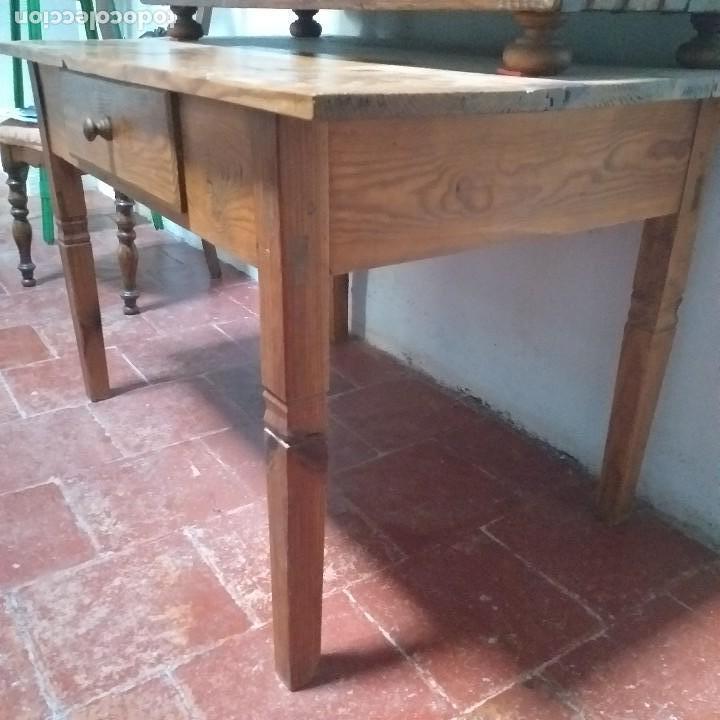 Antigüedades: Mesa de pino Carlos IV . Finales s.XVIII. - Foto 2 - 165001686