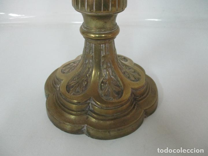 Antigüedades: Gran Candelabro Judío - Menora - Bronce Cincelado - 7 luces - 87 cm Altura - S. XIX - Foto 3 - 165026838