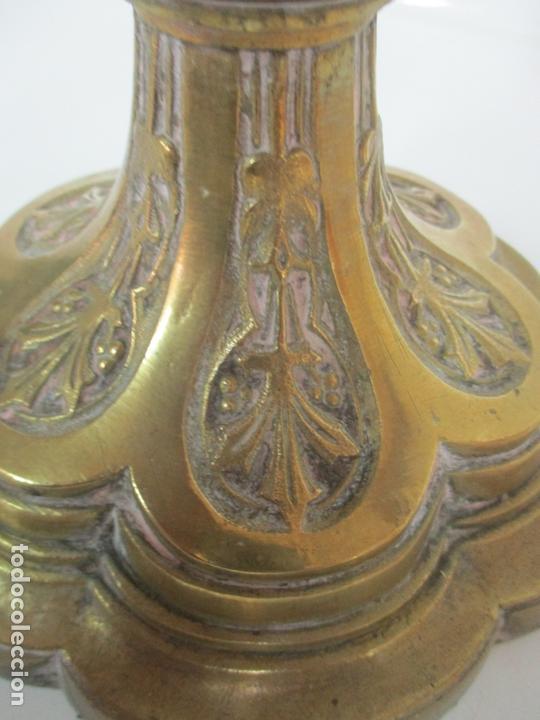 Antigüedades: Gran Candelabro Judío - Menora - Bronce Cincelado - 7 luces - 87 cm Altura - S. XIX - Foto 4 - 165026838