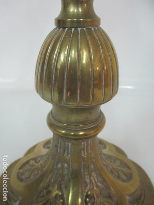 Antigüedades: Gran Candelabro Judío - Menora - Bronce Cincelado - 7 luces - 87 cm Altura - S. XIX - Foto 6 - 165026838
