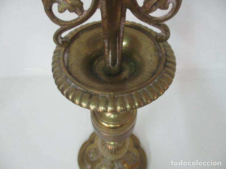Antigüedades: Gran Candelabro Judío - Menora - Bronce Cincelado - 7 luces - 87 cm Altura - S. XIX - Foto 9 - 165026838