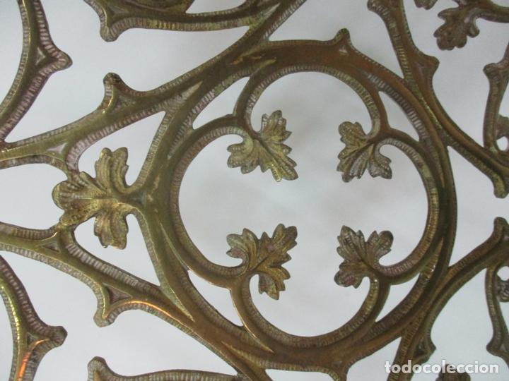 Antigüedades: Gran Candelabro Judío - Menora - Bronce Cincelado - 7 luces - 87 cm Altura - S. XIX - Foto 15 - 165026838