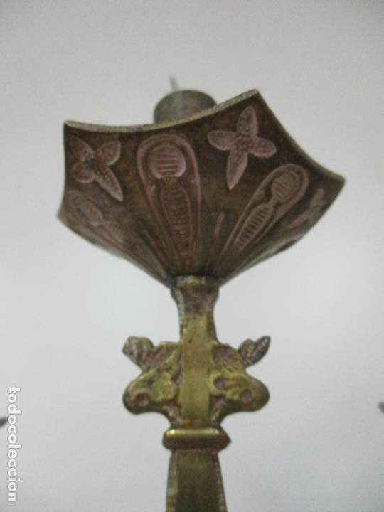 Antigüedades: Gran Candelabro Judío - Menora - Bronce Cincelado - 7 luces - 87 cm Altura - S. XIX - Foto 19 - 165026838