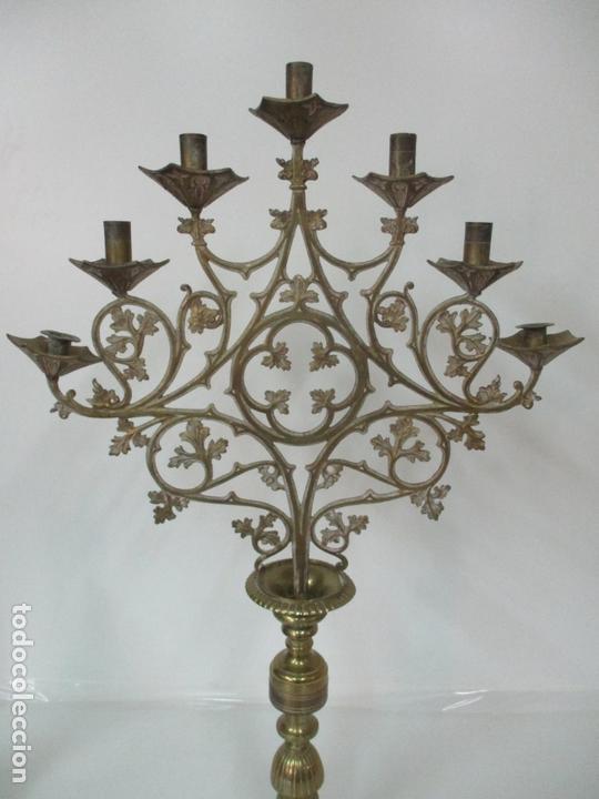 Antigüedades: Gran Candelabro Judío - Menora - Bronce Cincelado - 7 luces - 87 cm Altura - S. XIX - Foto 33 - 165026838