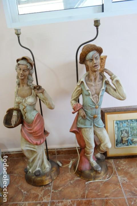 PAREJA DE LAMPARAS DE PORCELANA DE MEDIADOS DEL SIGLO XX (Antigüedades - Porcelanas y Cerámicas - Otras)