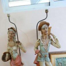Antigüedades: PAREJA DE LAMPARAS DE PORCELANA DE MEDIADOS DEL SIGLO XX. Lote 165044282