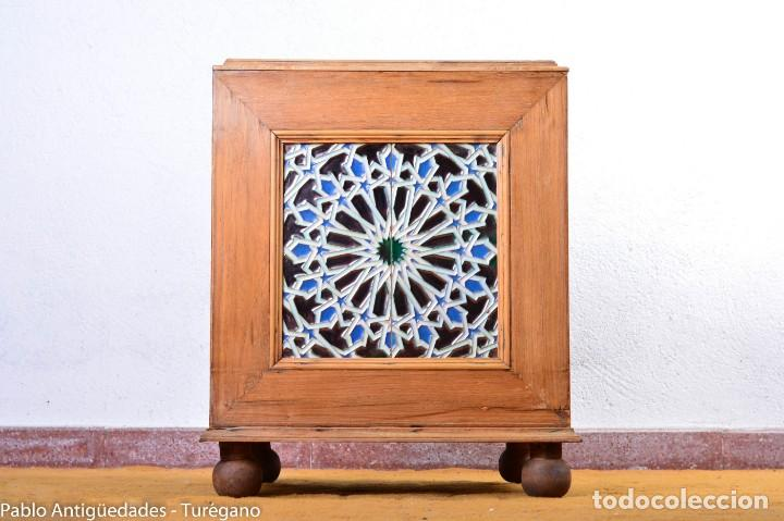 Antigüedades: Precioso macetero antiguo con azulejos de cerámica esmaltada con motivos arabescos mensaque? - Foto 2 - 165070030