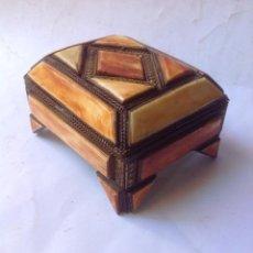 Antigüedades: PRECIOSO JOYERO - COFRE , EN METAL Y HUESO . Lote 165088222