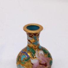 Antigüedades: FIGURA JARRON DE PORCELANA CHINA. Lote 165090232