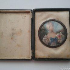 Antigüedades: MINIATURA PINTADA A MANO DAMA CON FLORES FRANCESA SIGLO XIX FIRMADO.. Lote 165094866
