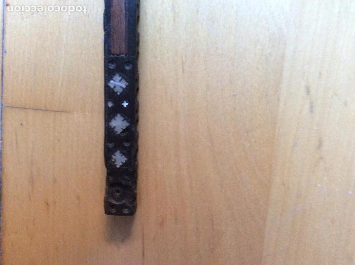 Antigüedades: Cruz en madera con decoración en nácar 21cmx10,5cm. - Foto 4 - 165109690