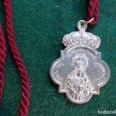 Antigüedades: MEDALLA HERMANDAD ANTIGUA CON CORDON REINA DEL MUNDO SAN JOSÉ OBRERO CORRALES. Lote 165159234