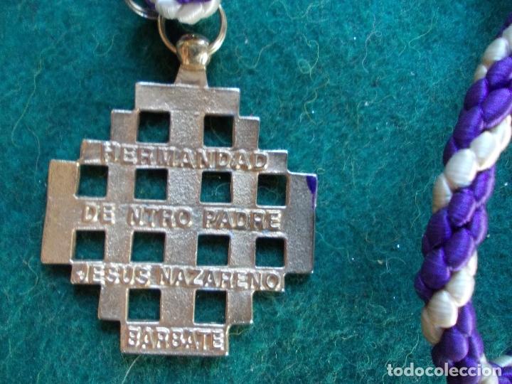 Antigüedades: MEDALLA HERMANDAD ANTIGUA CON CORDON JESÚS NAZARENO BARBATE - Foto 2 - 183054713