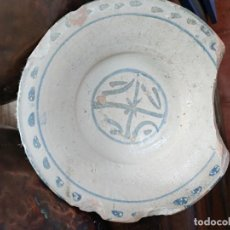 Antigüedades: CERÁMICA VASCA PLATO DE VITORIA ANTIGUO /20 X 5 CTMS. Lote 165176230