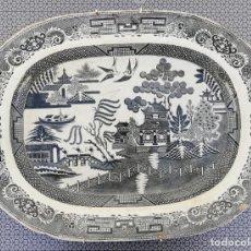 Antigüedades: PLATO BLANCO Y NEGRO - CERÁMICA. Lote 165208870